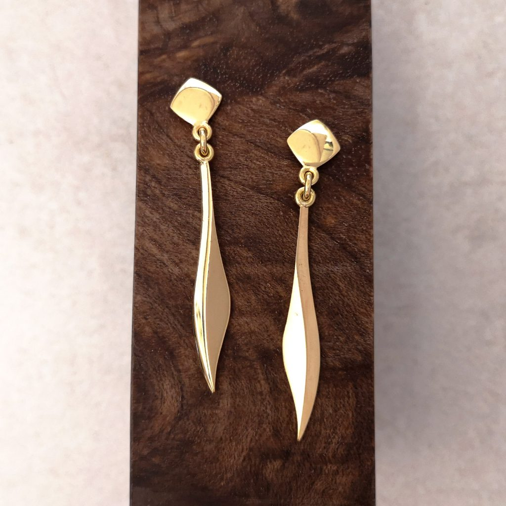 Handmade 18ct Gold Blade Drop Earrings -- Handmade 18ct gold blade drop earrings. These elegant, sleek drop earrings are perfect for a night out or that special occasion. Handmade in luxurious 18ct gold, total length of earring 40mm, supplied with large earring backs for extra comfort and security. David Wilson Jewellery Shop